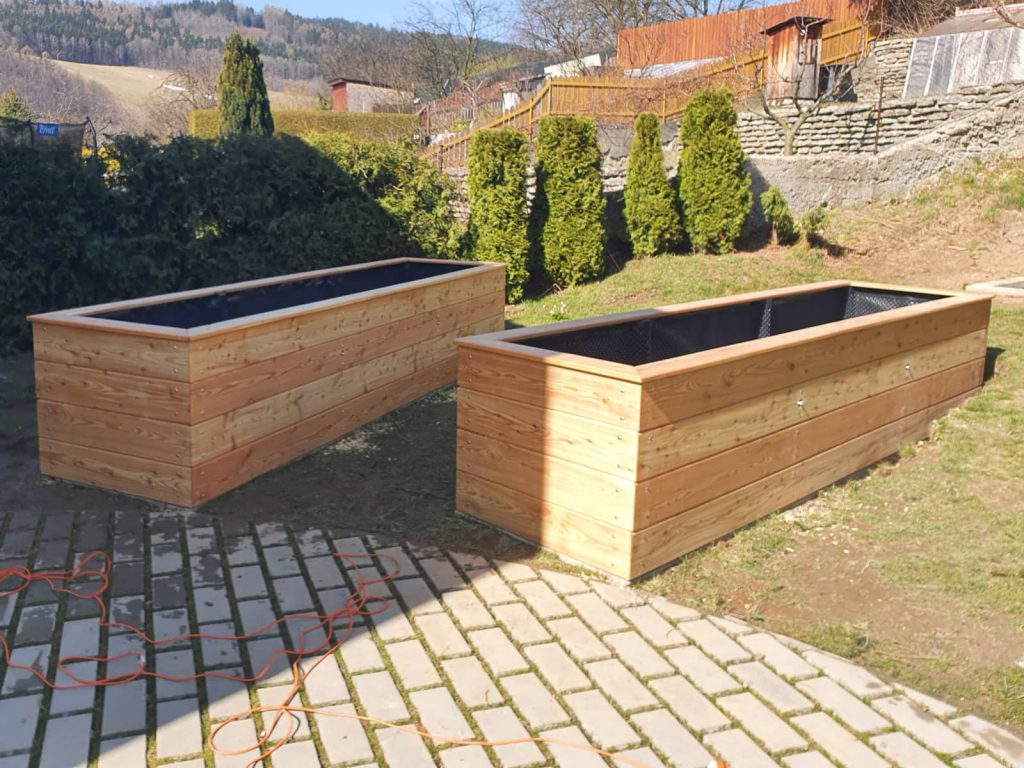 Pila Šindler Czech Republic - We provide carpentry and joinery work to order. We will implement for you, for example, the construction of a roof truss, pergola, covered garage parking, we will make an outdoor fence, wooden benches and tables, outdoor boxes or, for example, wooden children's play elements for your garden.