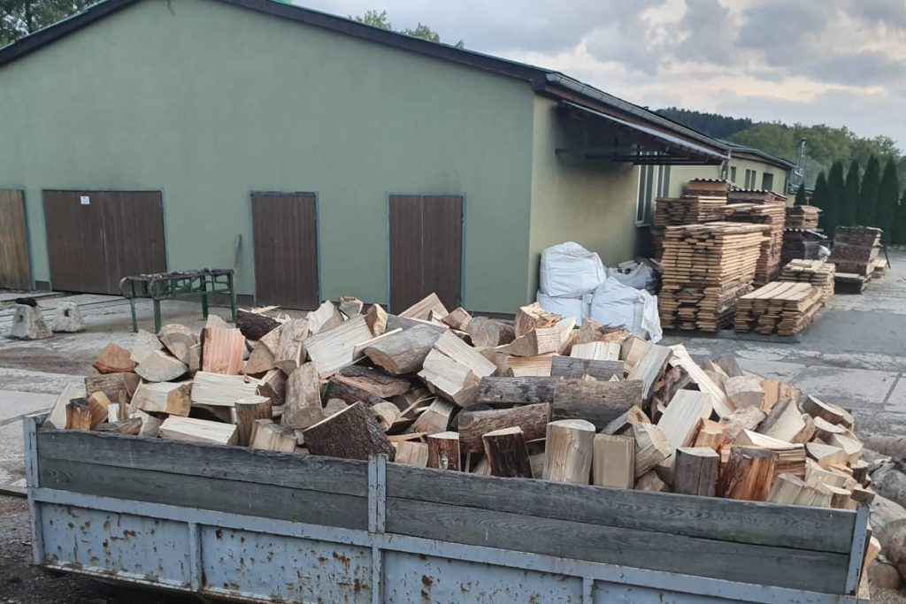 Sawmill Šindler Czech Republic - we produce construction lumber in lengths from 2 meters up to above-standard 13 meters. Also carpentry lumber, fuel lumber, pallet blanks and more.